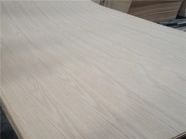 high quality and cheap price white oak veneer mdf board for furniture