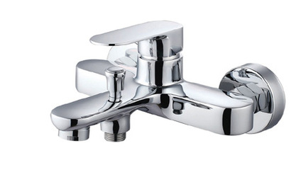 Special design cheap bathroom hot/cold water mixer with water nozzle upc bathtub mixer