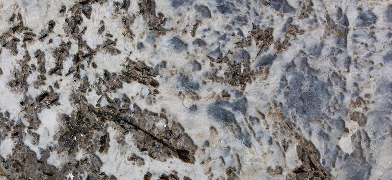 Sapphiricco-closeup-Leather-Watermark-1.jpg