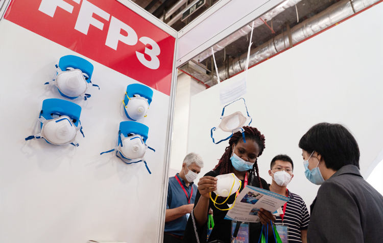 Epidemic-prevention materials trade fair kicks off