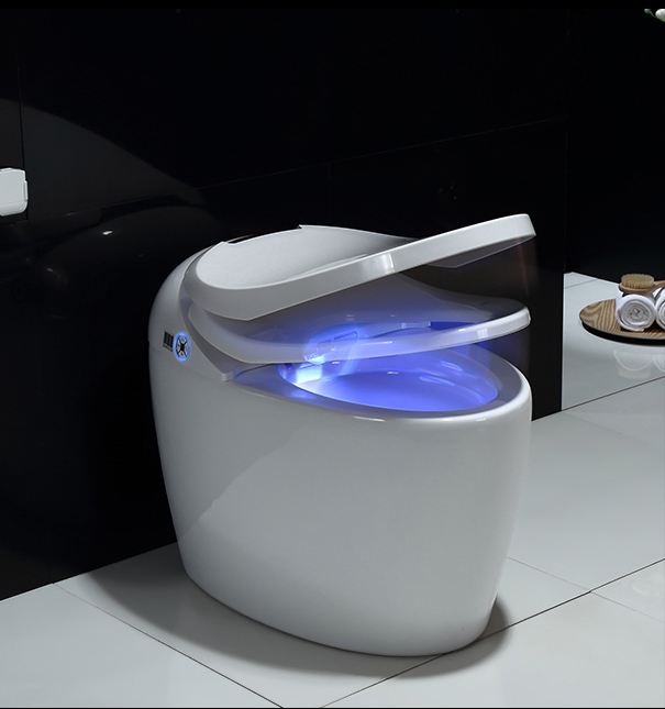 Q7 intelligent and smart toilet with remote control with heating/sensor flushing/sensor cover