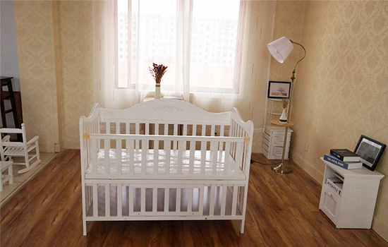 Modern wooden white baby bed for sale