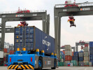Chinese premier stresses financial opening-up, cross-border trade